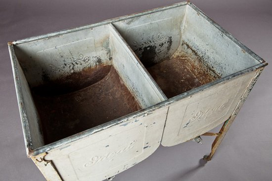 VPS Prop Ideal Doule Wash Tub, Rustic Metal Tub on Stand, Southern Events Nashville (1)